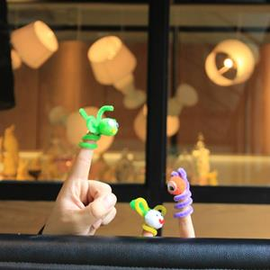 diy pipe cleaner finger puppet